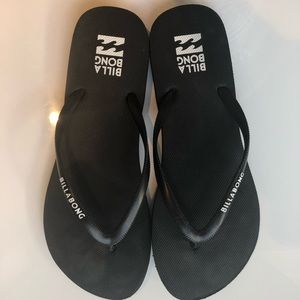 simple black flip flops - perfect for summer!